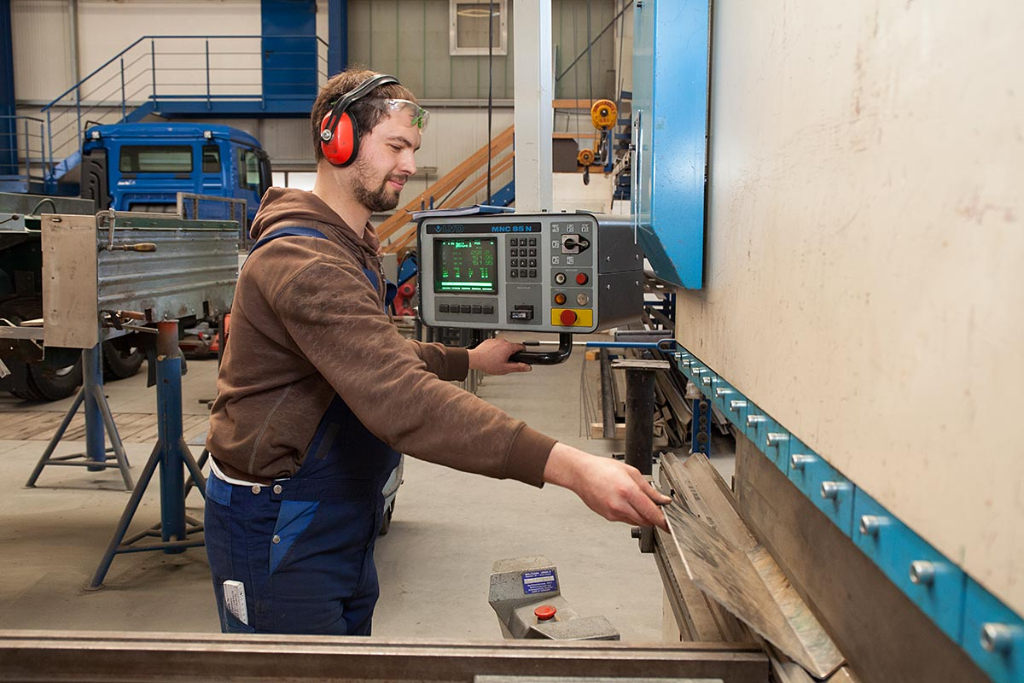 Reichert Servicecenter - Fahrzeugbau - Abkanten