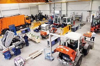 Fahrzeugbau Werkhalle - REICHERT Servicecenter